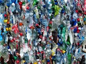 plastic-bottles-115077_640